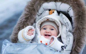ребенок в коляске, ребенок в теплой одежде зимой, детская коляска